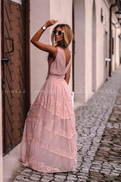 różowa koronkowa sukienka